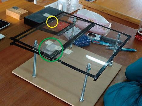 カメラ機能を顕微鏡として活用する装置